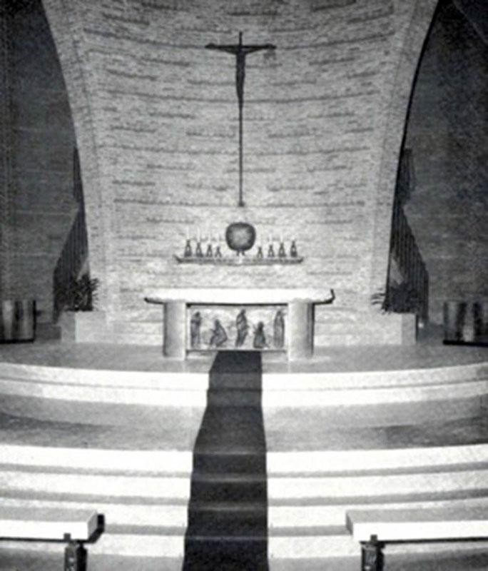 Presbiterio_altare_1973